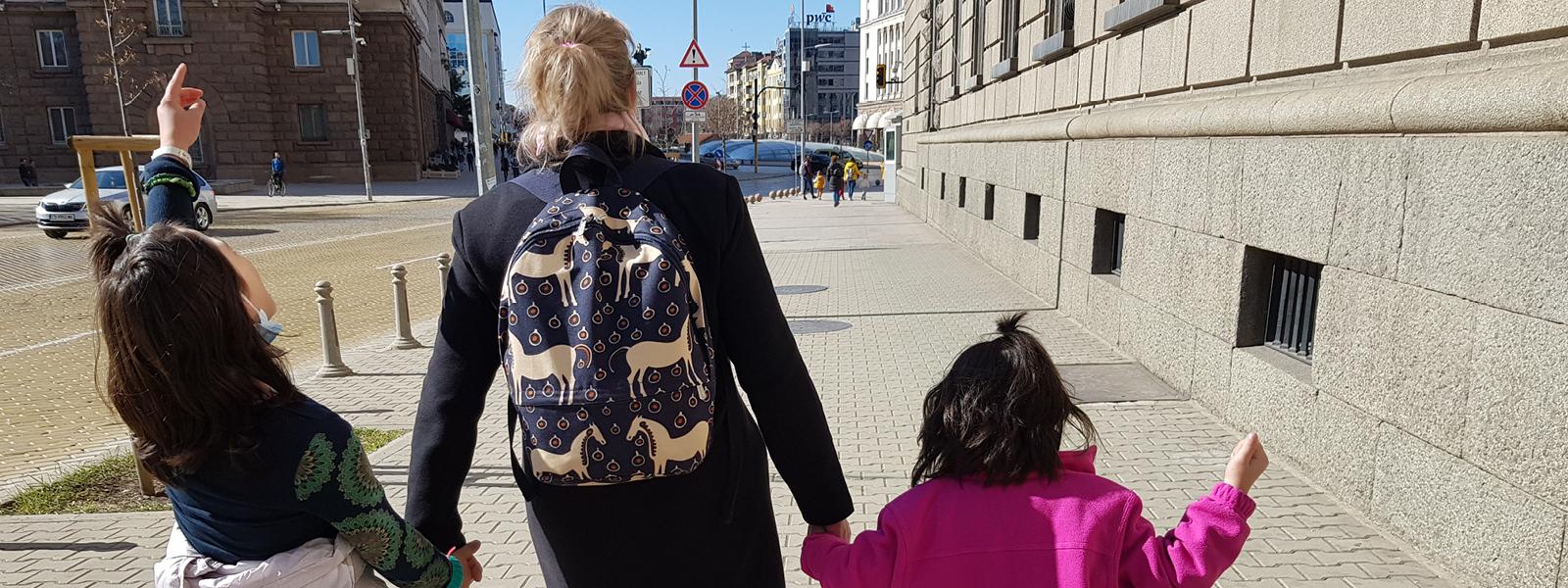 Bulgariassa eri-ikäiset lapset vailla pysyvää kotia
