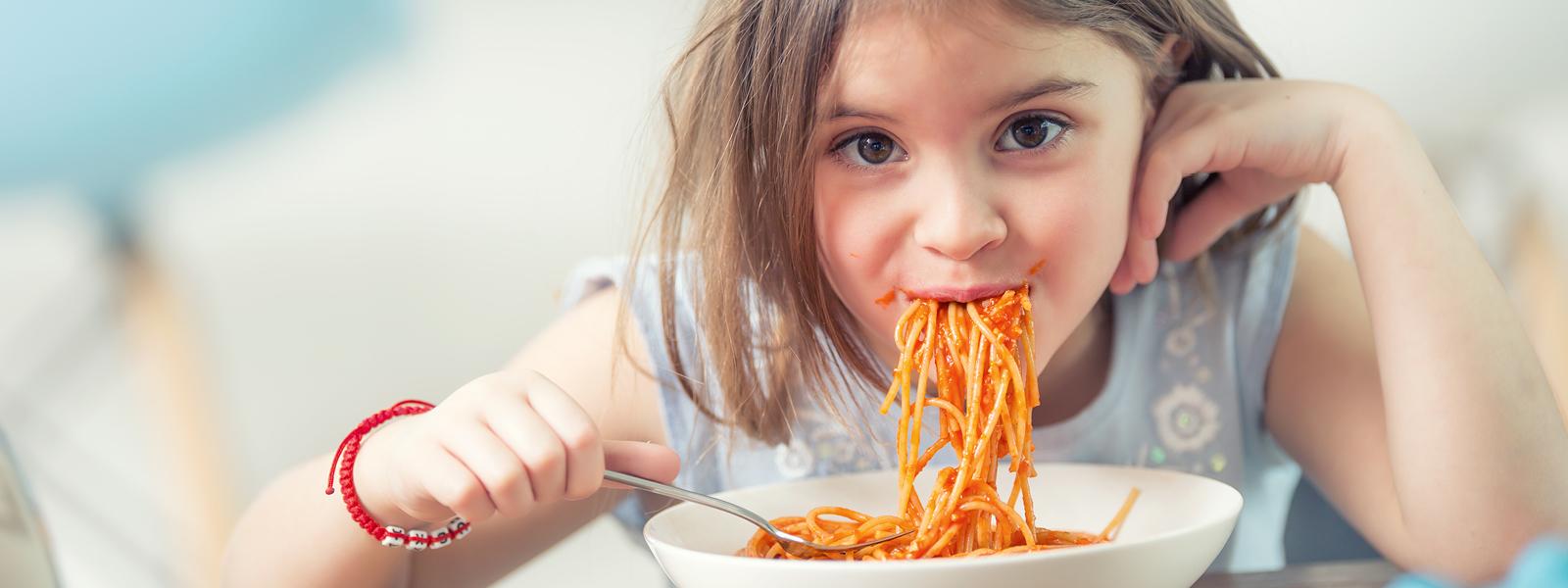 Pelastakaa Lapset jakanut ruoka-apua jo yli miljoonalla eurolla – Pitkittynyt koronakriisi ajanut lapsiperheitä ahdinkoon